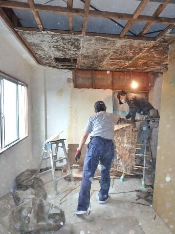 かびた天井の解体