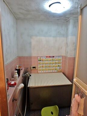 キッチンの側板のカビと傷み