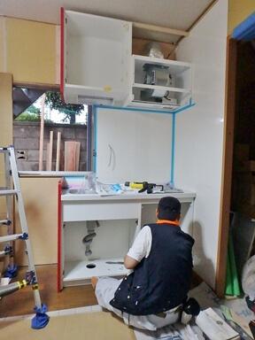 キッチン取り付け工事中