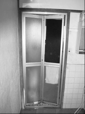 浴室折れ戸リフォーム前