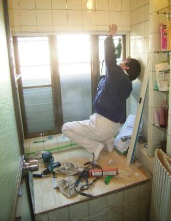 浴室の内窓工事中