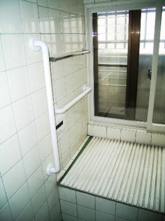 浴室手すり取付け後