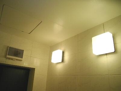 浴室照明交換前